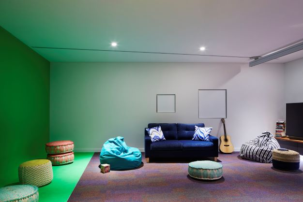 Lounge, guitar and TV at Hummingbird House